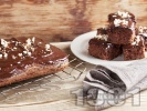 Рецепта Шоколадов кекс без мляко със заквасена сметана, глазура и бадеми